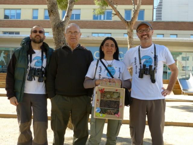 Roge, Benito, Gloria y Juanan en el jardín del hospital